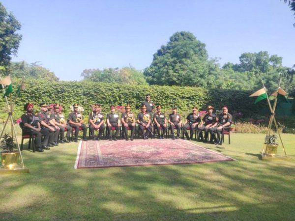 दिल्ली के कैंट में बुधवार को मिलिट्री-फार्म्स रिकॉर्ड्स सेंटर में फ्लैग-सेरेमनी के दौरान इन्हें 'डिसबैंड' करने का कार्यक्रम आयोजित किया गया।