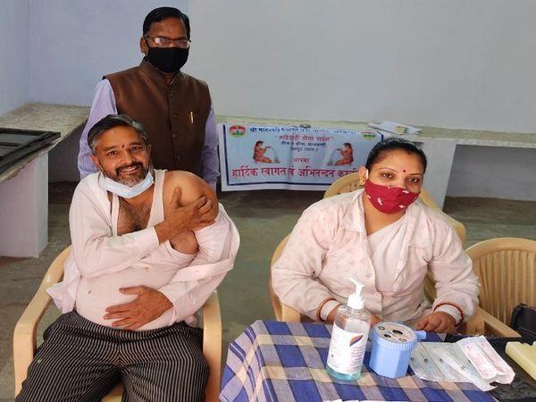उदयपुर में 45 वर्ष की आयु से अधिक व्यक्तियों को भी लग रही कोरोना वैक्सीन।
