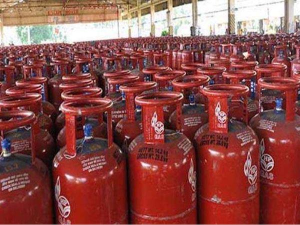 LPG की कीमतों में प्रत्येक महीने की 1 और 16 तारीख को बदलाव होता है। - Dainik Bhaskar