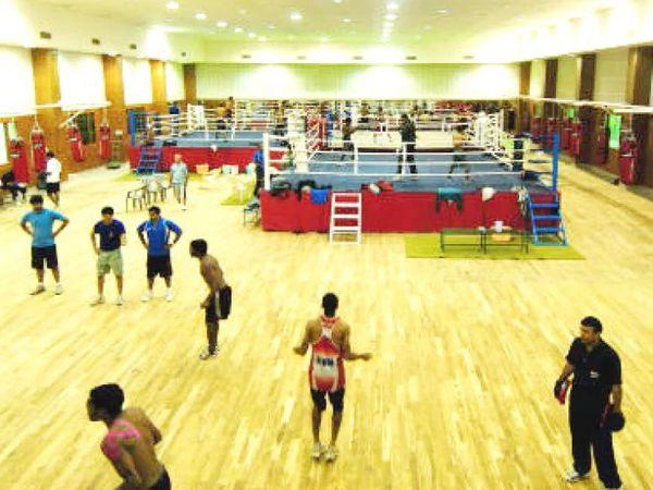 NIS पटियाला में ज्यादातर बॉक्सर्स, ट्रैक एंड फील्ड एथलीट्स और वेटलिफ्टर्स ओलिंपिक की तैयारी करते हैं। (फाइल फोटो) - Dainik Bhaskar
