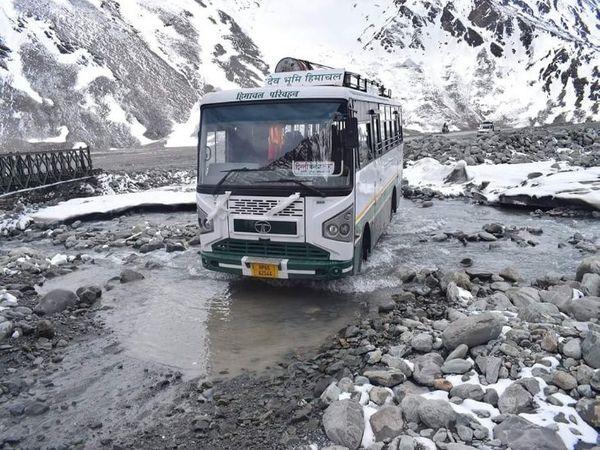 अटल टनल रोहतांग बनने से लेह-मनाली रूट की लंबाई 46 किमी कम हुई है। - Dainik Bhaskar