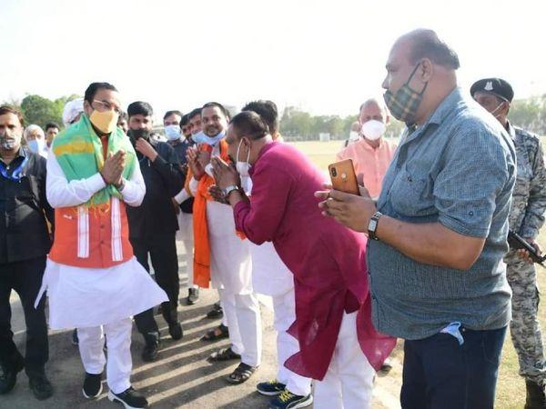 पुलिस लाइन में कार्यकर्ताओं ने स्वागत किया। - Dainik Bhaskar