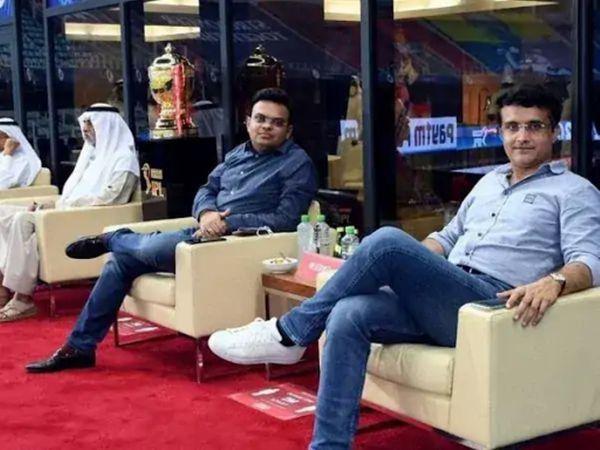UAE में IPL 2020 के दौरान BCCI अध्यक्ष सौरव गांगुली (दाएं), सचिव जय शाह (दाएं)। - Dainik Bhaskar