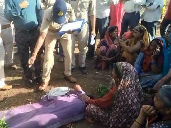 ग्रामीणों ने मौके पर पहुंचे वनकर्मियों के सामने आक्रोश भी दर्ज कराया। - Dainik Bhaskar