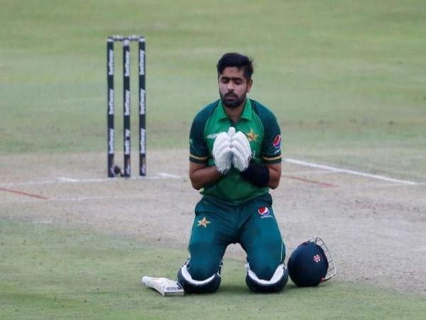 पाकिस्तान की टीम ने साउथ अफ्रीका के खिलाफ तीन वनडे मैचों सीरीज के पहले मैच में 3 विकेट से हराया। कप्तान बाबर आजम ने 104 गेंदों पर 103 रन  बनाए। - Dainik Bhaskar