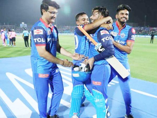 2019 IPL में राजस्थान रॉयल्स के खिलाफ पंत ने बेहतरीन पारी खेली थी। इसके बाद गांगुली, पृथ्वी शॉ और श्रेयस अय्यर उन्हें बधाई देते हुए।