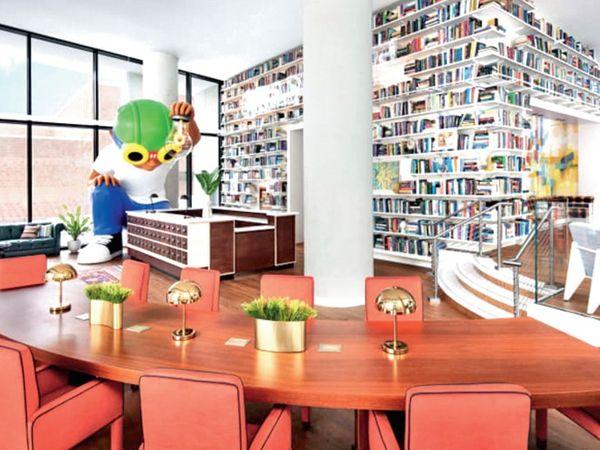 होटल में 244 कमरे और 2000 किताबों वाली लाइब्रेरी समेत तमाम लग्जरी सुविधाएं।