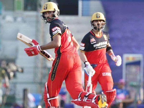 पिछले सीजन में RCB के कप्तान विराट (दाएं) ने पडिक्कल (बाएं) की जमकर तारीफ की थी।