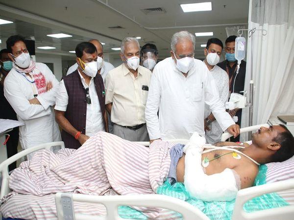 मुख्यमंत्री भूपेश बघेल ने अस्पताल पहुंचकर घायल जवानों के स्वास्थ्य की जानकारी ली।  उनकी कुशलक्षेम पूछी।  इस दौरान राजस्व मंत्री जयसिंह अग्रवाल, संसदीय सचिव विकास उपाध्याय और बस्तर सांसद दीपक बैज भी मौजूद रहे।