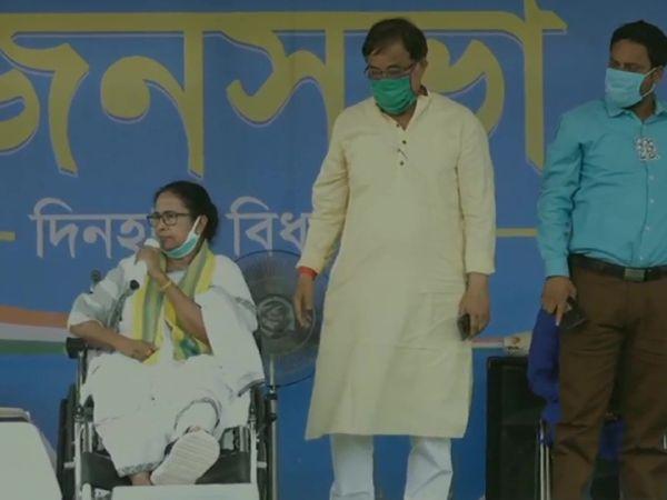 ममता बनर्जी भी कूचबिहार में रैली कर चुकी हैं। वहां उन्होंने कहा था कि असदुद्दीन ओवैसी के झांसे में वोटर्स को नहीं आना चाहिए।