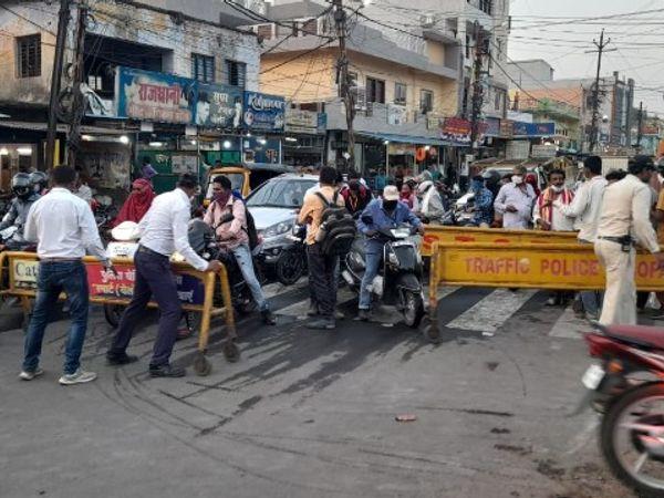 सीएम के रैली निकालने पर आम वाहन चालकों के लिए रास्ता बंद किया गया। - Dainik Bhaskar