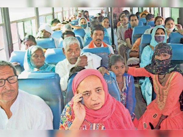 पानीपत. बिना मास्क के बस में बैठे यात्री। - Dainik Bhaskar