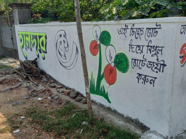 यहां ज्यादातर जगहों पर TMC के पोस्टर-बैनर नजर आते हैं। भाजपा का आरोप है कि TMC के लोग उन्हें झंडे नहीं लगाने देते हैं।