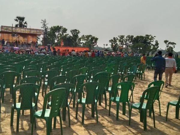 भाजपा की तरफ से यहां UP के मुख्यमंत्री योगी आदित्यनाथ की सभा हुई थी। जिसमें भीड़ काफी कम रही थी।