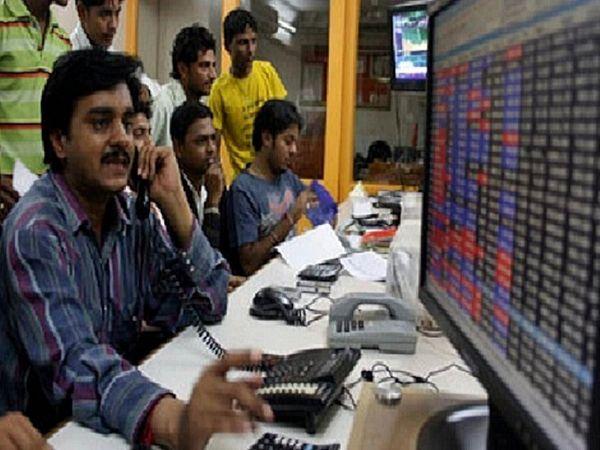 BSE पर 2,634 शेयरों में कारोबार हो रहा है। 774 शेयर बढ़त और 1,695 शेयर गिरावट के साथ कारोबार कर रहे हैं।  - फाइल फोटो - Dainik Bhaskar