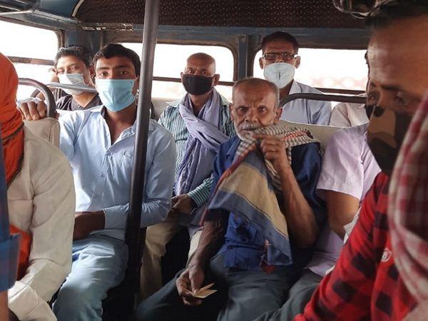 कंकड़बाग से चली इस बस में भरकर यात्री बैठाए गए थे। सवाल करने पर कुछ गमछे से चेहरा ढंकने लगे।
