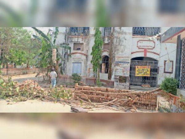 सदर अस्पताल के पुराने भवन का तोड़ने का काम शुरू। - Dainik Bhaskar