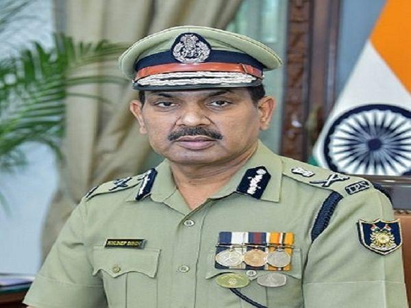 छत्तीसगढ़ के बीजापुर में मुठभेड़ के दौरान लापता जवान के नक्सलियों के चंगुल में होने की बात को CRPF DG कुलदीप सिंह ने अफवाह बताया है। - Dainik Bhaskar