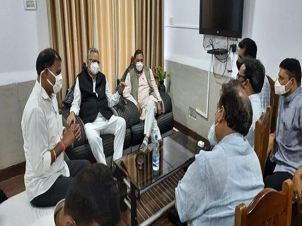 पूर्व मुख्यमंत्री ने भाजपा कार्यकर्ताओं, समाजसेवी संस्थाओं के प्रतिनिधियों से सर्किट हाउस में मुलाकात की।