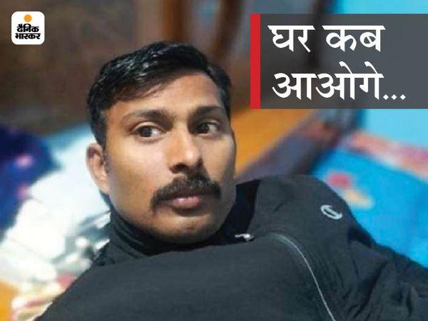 तस्वीर राकेश्वर की है।  कहा जा रहा है कि बीजापुर मुठभेड़ के बाद  इन्हें अपने साथ लेकर नक्सली गए हैं। अब फोर्स इन्हें सुरक्षित वापस लाने के मिशन पर है। - Dainik Bhaskar