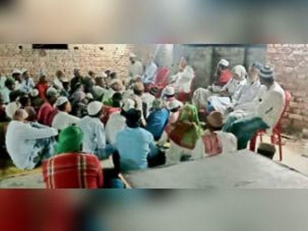 सैयद वली रहमानी की श्रद्धांजलि सभा में मौजूद अल्पसंख्यक। - Dainik Bhaskar