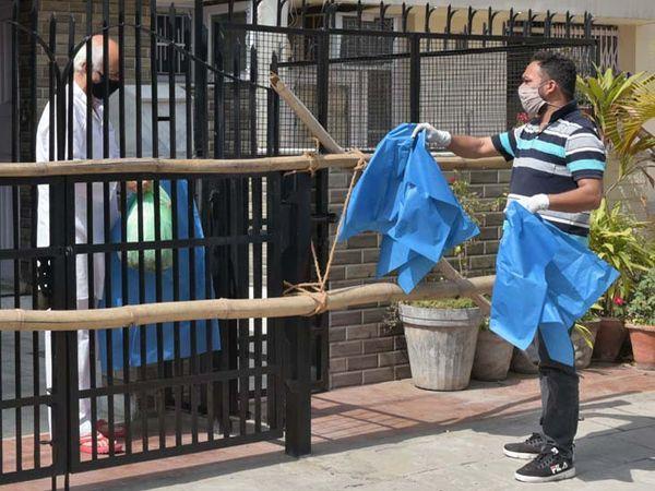 शहर में बढ़ते कोरोना संक्रमण के कारण 70 से अधिक कंटेनमेंट जोन बनाए गए है। फाइल फोटो - Dainik Bhaskar