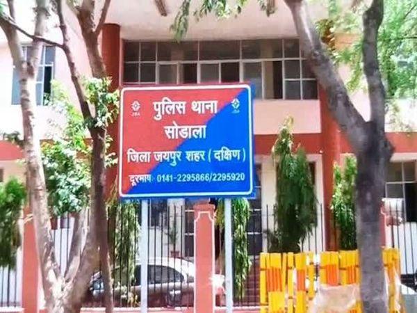 जयपुर में अजमेर रोड पर पेट्रोल पंप पर रात पौने 12 बजे हुई लूट की वारदात के बाद सोढाला थाना पुलिस सीसीटीवी फुटेज के भरोसे है। - Dainik Bhaskar