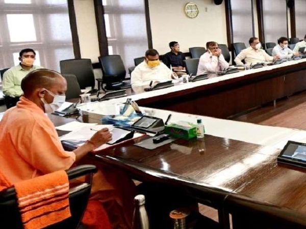 यूपी में कोरोना के बढ़ते संक्रमण को लेकर सीएम योगी ने अधिकारियों को दिशा निर्देश जारी किए। - Dainik Bhaskar