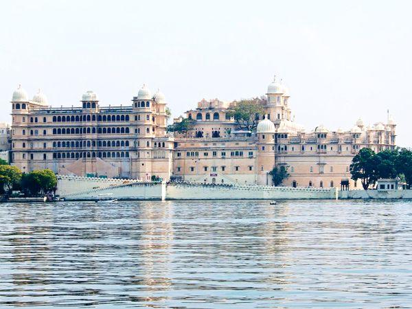 उदयपुर का न्यूनतम तापमान में बीते 3 दिनों में 4 डिग्री सेल्सियस इजाफे के बाद 22 डिग्री सेल्सियस पर पहुंच गया है। - Dainik Bhaskar
