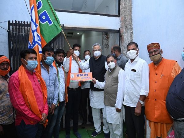 तस्वीर राजनांदगांव की है। डॉ. रमन ने तस्वीर अपने सोशल मीडिया अकाउंट से साझा कर सभी को भाजपा के स्थापना दिवस की बधाई दी। - Dainik Bhaskar
