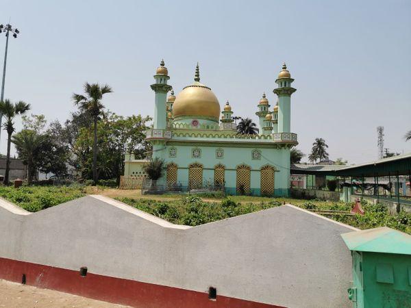 फुरफुरा शरीफ पश्चिम बंगाल के हुगली जिले के जंगीपारा में स्थित एक गांव का नाम है। यहां स्थित हजरत अबु बकर सिद्दीकी की दरगाह बंगाली मुसलमानों की आस्था का केंद्र है।