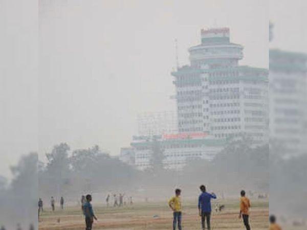 शहर की हवा की गुणवत्ता खराब श्रेणी तक पहुंच गई है। - Dainik Bhaskar