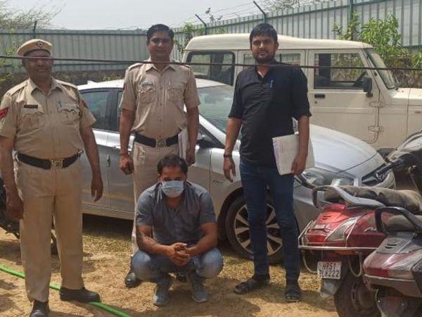 फरीदाबाद। गिरफ्तारी आरोपी और उससे बरामद चोरी के वाहन। कोर्ट में पेश करने के बाद आरोपी को जेल भेज दिया गया। - Dainik Bhaskar