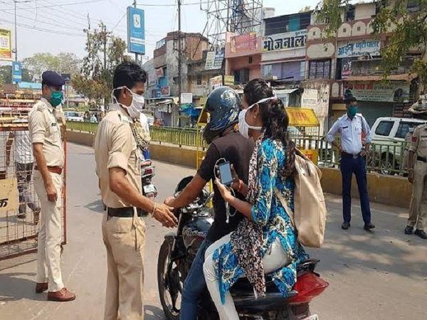 घर से बिना कारण निकलने वाले लोगों पर पुलिस सख्त कार्रवाई कर रही है।