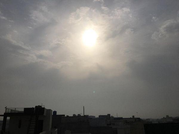 पानीपत में सुबह के समय बादलों में छिपे सूर्यदेव। - Dainik Bhaskar