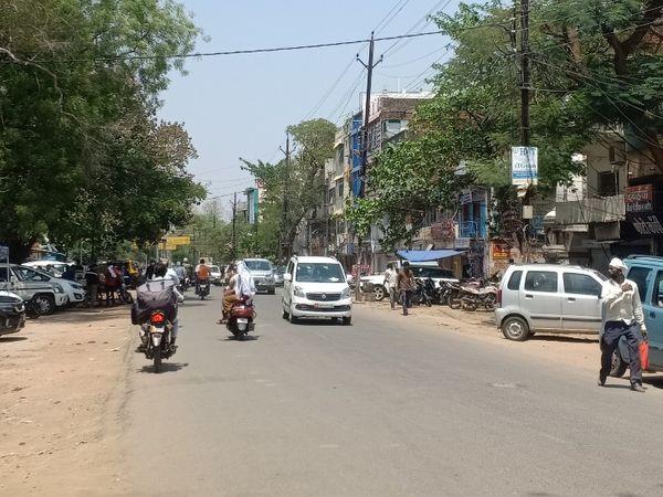 सिविल लाइन मार्ग पर दिखा गर्मी का असर। - Dainik Bhaskar