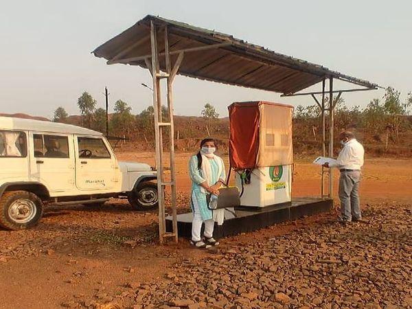 गोसलपुर बुढाकर स्थित बायोडीजल पंप सील, 10 लाख का बायो डीजल जब्त। - Dainik Bhaskar