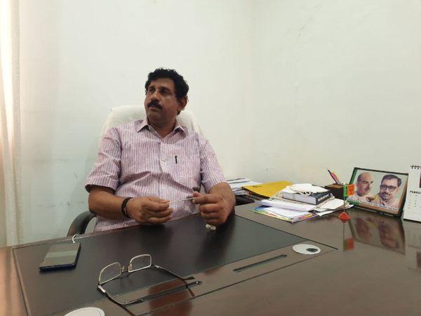 भाजपा के कन्नूर जिला के अध्यक्ष एन हरिदास कहते हैं कि सीपीएम के लोग हमें कमजोर करना चाहते हैं, हमारे 200 से ज्यादा कार्यकर्ताओं के हाथ-पैर इन्होंने काट दिए हैं।