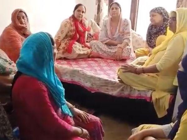 राकेश्वर सिंह के घर पर रिश्तेदारों और मीडिया के लोगों का आना जारी है। राकेश्वर की कोई खबर नहीं मिलने से ये सब परेशान हैं।