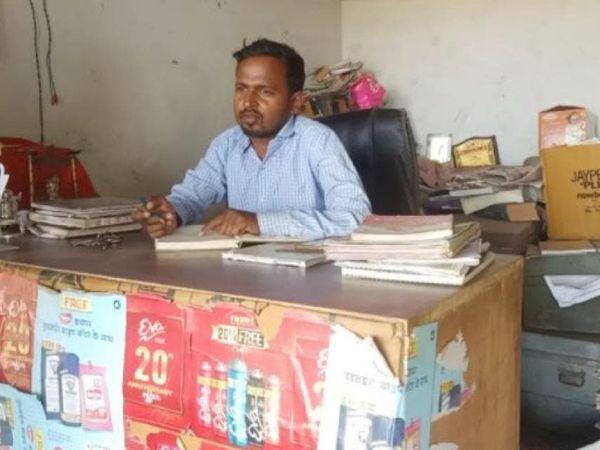 लखनऊ के रहने वाले ओमप्रकाश ने पिछले साल लॉकडाउन के दौरान अपना एक स्टार्टअप शुरू किया। आज वे इससे अच्छी कमाई कर रहे हैं। पांच लोगों को उन्होंने रोजगार भी दिया है। - Dainik Bhaskar