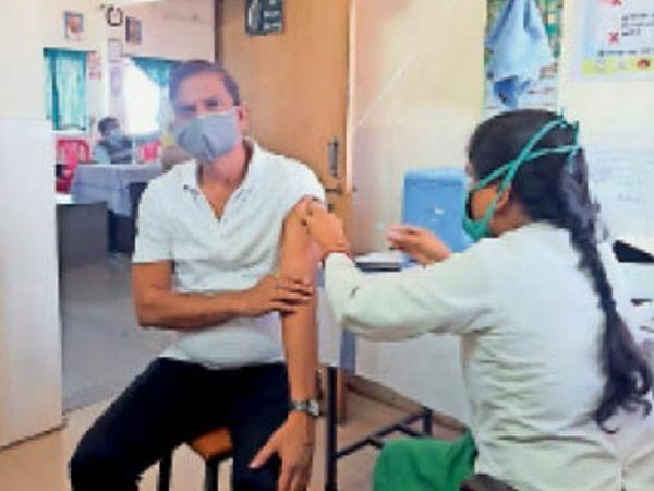 सोमवार को 94% पुलिस बल को कोरोना वैक्सीन की दोनों डोज लगे 20 दिन पूरे हो गए हैं। - Dainik Bhaskar