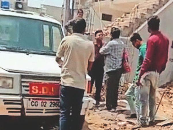 साई नगर में एसडीएम और इंजीनियर में विवाद। - Dainik Bhaskar