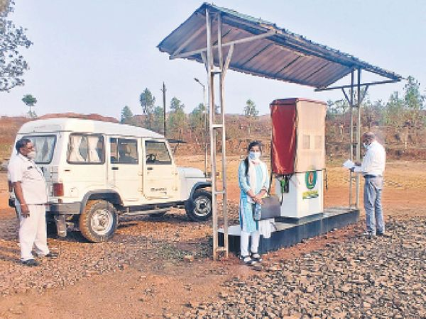 खाद्य विभाग की टीम ने गांधीग्राम स्थित पंप पर की कार्रवाई - Dainik Bhaskar