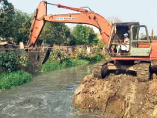 तेजी से कार्य पूरा कराने के लिए बनाई गई योजना - Dainik Bhaskar
