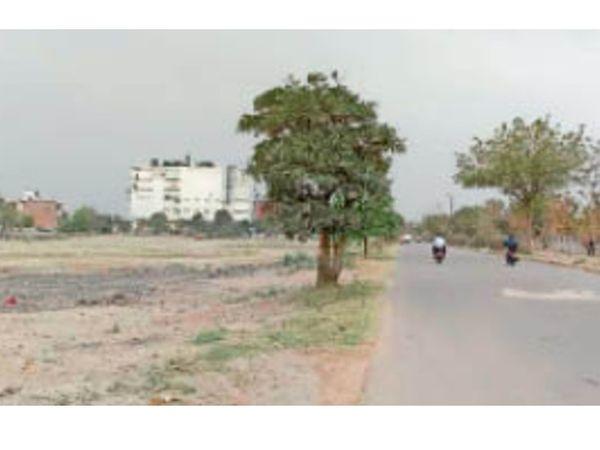 पानीपत. धूप बढ़ने से सड़क पर पसरा सन्नाटा। - Dainik Bhaskar