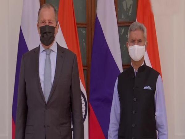 रूस के विदेश मंत्री सर्गेई लावरोव ने विदेश मंत्री एस. जयशंकर से मुलाकात की।