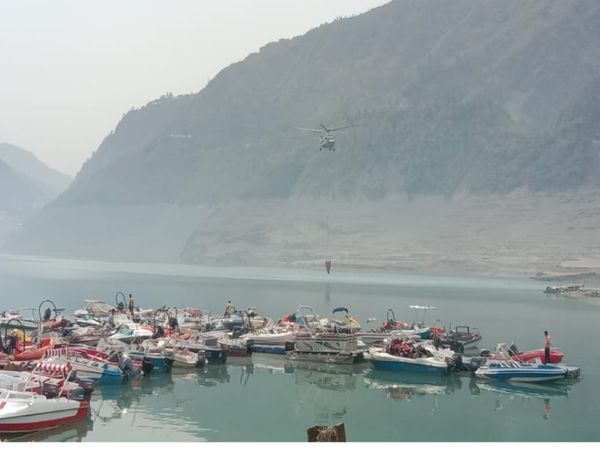 Water in the bucket of helicopters was taken from Tehri Lake.  Only 5000 liters of water can come at a time.  10000 liters of water was sprayed on two buckets.