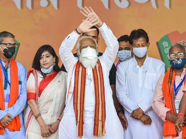 प्रधानमंत्री नरेंद्र मोदी ने पश्चिम बंगाल में तीसरे चरण के चुनाव के बीच मंगलवार को कूच बिहार और हावड़ा में चुनावी रैली को संबोधित किया।