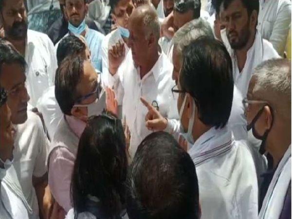 कार्यकर्ताओं ने मामला कराया शांत। - Dainik Bhaskar