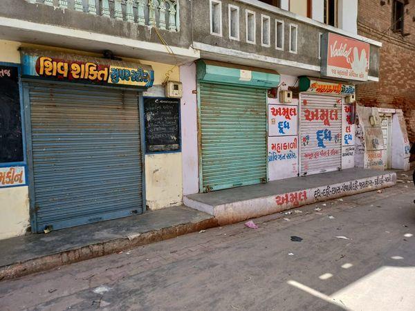 मलातज में भी स्वैच्छिक लॉकडाउन घोषित किया गया। - Dainik Bhaskar